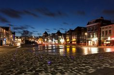 Karres en Brands landscape architects Damsterdiep, Groningen  rough and polished concrete pavers in 3 colours and 3 sizes producer: Struyk Verwo rgb leds in floor  photo: Frank van Tol