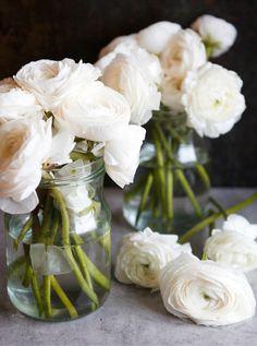 Torkkuja ja nokkosia: Häähumua // ranunculus wedding flowers