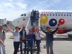 Los estudiantes de MBA de Stanford visitaron nuestro país y volaron en VivaColombia, la primera aerolínea bajo costo de Colombia que fue creada y desarrollada en los salones de esta universidad
