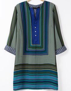 Green V Neck Half Sleeve Vintage Print Dress, US$22 (Sale): http://rstyle.me/n/sybekr6gw  More via the Luscious Shop: www.myLusciousLife.com/shop