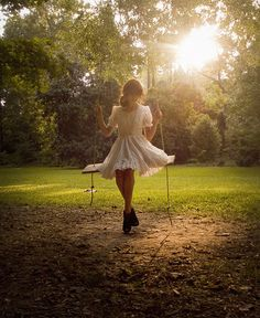 the SWING! Did I tell you about the swing scene in Renegades? Angel Girl, Theme Nature, Favim, Prado, Senior Pictures, Swing Pictures, Flower Girl Dresses, Flowy Dresses, Flowy Skirt