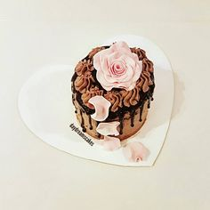 Happy Birthday to me😍😍🍓🍓 @daydreamscakes #daydreamscakes #cileklipasta #erdbeertorte #strawberryrcake #kakaokek #kakaoteig #americancreamcheesekakaomousse #ganache #sugarart #sugarcraft #sugarcake #cakeart #cakedesign