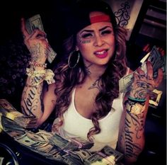 tattoos Live her tattoos and her songs Gangster Tattoos, Sexy Tattoos, Girl Tattoos, Sleeve Tattoos, Tattoos For Women, Tattooed Women, Chicano, Chola Style, Gangster Girl