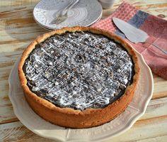 Leckerer saftiger Mohnkuchen ein Familienrezept aus dem gemahlenen Mohn, Äpfel, Eier Creme Fraiche, Grieß,Rosinen, Mandeln, Butter wird eine Füllung gekocht