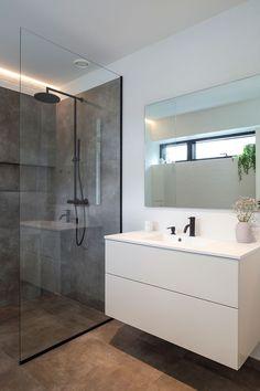 Rustic Master Bathroom, Luxury Master Bathrooms, Modern Bathroom, Small Bathroom, Bathroom Kids, Luxury Bathtub, Bathroom Cleaning, Bathroom Shower Panels, Steam Showers Bathroom