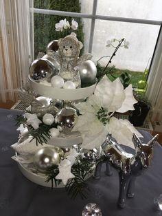 Neue Weihnachtsdeko, Etagere, Tischdeko Table Decorations, Furniture, Home Decor, Decoration Home, Home Furnishings, Interior Design, Home Interior Design, Tropical Furniture, Home Improvement