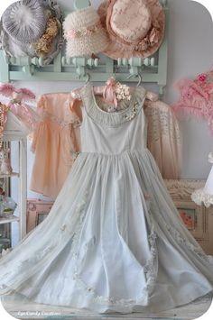 Vestidos Vintage, Vintage Gowns, Mode Vintage, Vintage Outfits, Vintage Fashion, Vintage Hats, Vintage Clothing, Victorian Dresses, 1930s Fashion