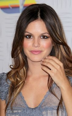 Rachel Bilson. Love her makeup here! Smoky eye, peachy cheeks, and light pink lip.