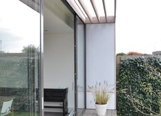Terrazas de estilo translation missing: mx. Deck, Shades, Mirror, Outdoor Decor, House, Inspiration, Furniture, Design, Home Decor