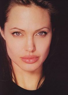Angelina Jolie says looks dont matter if youre not intelligent in blunt new interview Angelina Jolie Face, Lara Croft Angelina Jolie, Angelina Joile, Angelina Jolie Pictures, Beautiful Girl Image, The Most Beautiful Girl, Executive Woman, Girl Inspiration, Grunge Hair