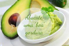 Originário da América Central e do Sul, o abacate pode ser servido tanto como entrada, em saladas, com molho vinagrete, em mousse, recheio e até em sandwich, mas também como sobremesa, com limão e açucar por exemplo.