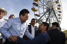 El mandatario acompañado de medios de comunicación e integrantes de su Gabinete realizó un recorrido en las instalaciones de la Feria; señaló que está garantizada la seguridad para que las ...