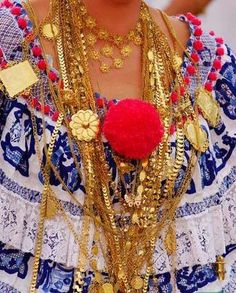 Prendas de la Pollera Panama Canal, Panama City Panama, Traditional Fashion, Traditional Dresses, Irish Dance, African Print Fashion, My Heritage, My Roots, Back Home