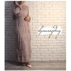Lumiere Elbise Indian Fashion Dresses, Pakistani Dresses, Fashion Outfits, Fashion Trends, Hijab Dress Party, Hijab Outfit, Street Hijab Fashion, Muslim Fashion, Wedding Skirt
