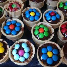 Waffelbecherkuchen Als Blumen Verziert, Kuchen Im Waffelbecher,  Kindergeburtstag, Blume Verzieren, Blumenmuffins @