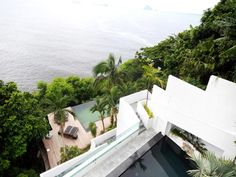 Spectacular Dwelling with Unique Views of the Ocean, Mountains and City of Rio de Janeiro, Brazil | http://www.designrulz.com/outdoor-design/garden/2012/04/spectacular-dwelling-with-unique-views-of-the-ocean-mountains-and-city-of-rio-de-janeiro-brazil/