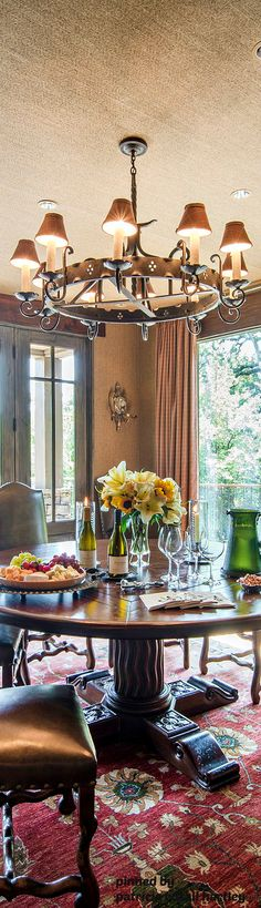 Lovely dining area - great place for entertaining friends and family