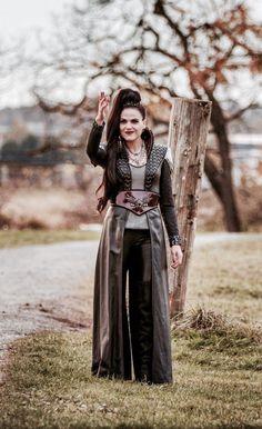 Lana Parrilla on set Regina Mills, Regina Ouat, Regina Queen, Once Upon A Time, Evil Queen Costume, Queens Wallpaper, Big And Rich, Queen Outfit, Evil Queens