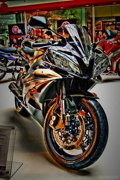 Yamaha - beautiful effects Yamaha Motorcycles, Yamaha Yzf R6, Cars And Motorcycles, Parkour, Hummer, Custom Sport Bikes, Scooter Motorcycle, Sportbikes, Hot Bikes
