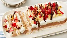 Banana Split Icebox Cake - Stack crushed sugar cookies between layers of strawberry, chocolate and vanilla whipped topping for an easy-to-make twist on everyone's favorite ice cream sundae. Make Ahead Desserts, Köstliche Desserts, Frozen Desserts, Delicious Desserts, Dessert Recipes, Cupcake Recipes, Strawberry Desserts, Kraft Recipes, Donut Recipes