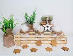 Kochani, jeśli zabraknie wam inspiracji jak zagospodarować świece, by było jeszcze bardziej magicznie w te Święta, służę pomysłem;) Wystarczy kilka cienkich listewek i klej. Pięknego piątkowego popołudnia;) #święta #christmastime#christmas#inspiracja #diy #zróbtosam #doityourself #świecznik #świece #dekoracje #ozdoby #dom #home #homesweethome #instadecor #wystrój #decor #decora #december #de #design #gdynia #wrocław #warszawa