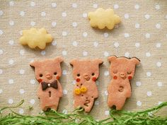 3匹の子豚 - 絵本なお菓子sai* 可愛いクッキーのお店です。ウェディング、ブライダルのプチギフトに文字入れオーダー承ります。クリスマスやバレンタインに喜ばれます。動物アニマルクッキーかわいくて美味しいお取り寄せスイーツ