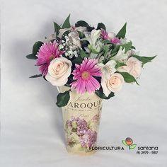 Arranjo de flores com 3 das flores mais amadas, Rosas, Gérberas e Astromélias, um lindo presente que decora o ambiente. Montado no vaso de alumínio com 5 Gérberas, 15 Rosas, 8 Astromélias, Egypsófila e folhagens verdes.  http://www.floriculturasantana.com.br/presente_arranjo_jardim_rosas_gerberas_astromelias
