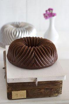 Ésta semana entrada especial y muy bonita !!! Especial y bonita, por qué detrás de éste Bundt Cake hay mucho más que una receta. Éste fin de semana hub