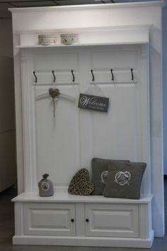 Garderobe mit Bank Dielenmöbel Wandpaneel mit Bank weiss Landhaus Stil