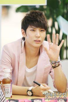 VIXX- Leo (Jung Taekwoon)