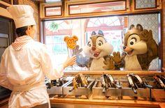 Chip & Dale watch Mickey Waffles being made at Tokyo Disney Resort Disney Fan, Disney Dream, Disney Love, Disney Mickey, Disney Pixar, Walt Disney, Funny Disney, Disney Stuff, Disney World Parks