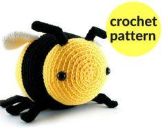 Large amigurumi bee pattern - crochet bumble bee, crochet stuffed animal, kawaii bee amigurumi, cute bee crochet pattern, cute amigurumi