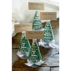 Keep the cutest Christmas cards in these Christmas Wishes Tree Card Holders. These holders are super useful and also very decorative. Also fun to place them next to the plates with name cards in them, with Christmas dinner.