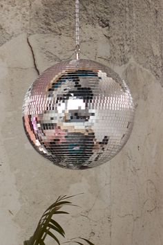 Emily has included splashes of punk and disco in her bedroom design, including this fabulous glitter ball, that makes your heart sing when you walk into it How To Make Mirror, Glitter Bedroom, Pippin Hill Wedding, Br House, Disco Ball, Disco Disco, Uni Room, Mirror Ball, Pink Houses
