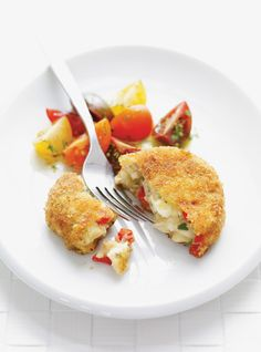 Mashed potatoes meet chicken in this crispy chicken patty — no bun required Chicken Patty Recipes, Meat Recipes, Wine Recipes, Cooking Recipes, Potato Patties, Chicken Patties, Chicken Croquettes, Creamy Vegetable Soups, Chicken Mashed Potatoes