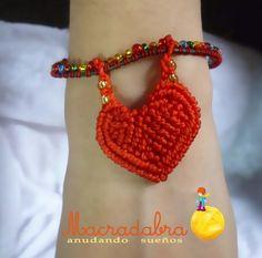 Pulsera de corazón en #macramé ♥ Textile Jewelry, Macrame Jewelry, Paracord, Crochet Necklace, Fiber, Textiles, San, Products, Fashion