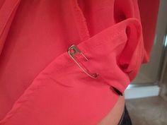 L'astuce de grand-mère pour empêcher l'électricité statique sur les vêtements : utilisez une épingle de nourrice sur les doublures.