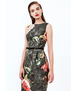 2f2ad1a8a4 Vestido confeccionado en tejido italiano jacquard con estampación fantasía…  Vestidos Midi