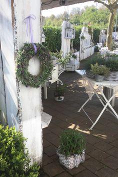 """Der Garten des """"Landglücks"""" in Nesselried war die Kulisse für unsere Fotoproduktion """"Kreatives mit Kräutern"""""""