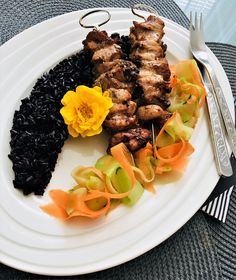 exotic chicken skewers with black rice and salad Black Rice, Chicken Skewers, Steak, Beef, Exotic, Food, Meat, Meal, Eten