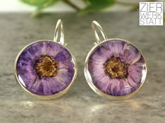 Ohrringe - Echte Blüten Ohrringe, 16 mm, lila - ein Designerstück von Zierwerkstatt bei DaWanda
