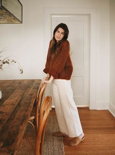 Our High Rise Pant in Bone is the perfect canvas for any fall look. Pair them with a cozy cardigan for a relaxed feel or make a statement by layering them with your favorite fall coat. Fall Winter Outfits, Autumn Winter Fashion, Fall Hippie Fashion, Mode Outfits, Fashion Outfits, 20s Fashion, Travel Outfits, Petite Fashion, Fashion Styles