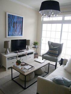 白と黒で統一されたインテリアに、 グレーの中間色を加える事で、 お部屋が柔らかい印象になります。
