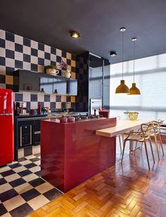 Idea Designer Kitchen Tile Black White Kitchen Island Parquet Floor Source by KikiFaas Retro Apartment, Colorful Apartment, Apartment Design, Apartment Interior, Room Interior, Apartment Therapy, Black Kitchen Decor, Kitchen Interior, Kitchen Tiles Design