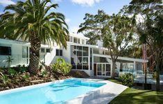 The Design Files – A Lovingly Restored Mid-Century Marvel In Mount Martha. Australian Architecture, Australian Homes, Architecture Awards, Modern Architecture, Queenslander, Granny Flat, The Design Files, Mid Century House, Inspired Homes