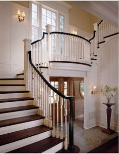 Conard Romano Architects traditional staircase and foyer, interior design ideas and home decor Villa Plan, Grand Staircase, Staircase Design, Wood Staircase, Spiral Staircases, Piano Stairs, Wood Handrail, Staircase Ideas, Stair Treads