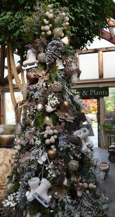 Natural Christmas Christmas Tree Design, Elegant Christmas Trees, Christmas House Lights, Decoration Christmas, Woodland Christmas, Magical Christmas, Christmas Tree Themes, Noel Christmas, Rustic Christmas