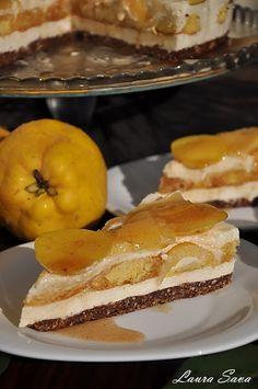 Tarta cu gutui si mascarpone fara coacere - Laura Sava Desert Recipes, Fresh Fruit, French Toast, Cheesecake, Deserts, Food And Drink, Ice Cream, Mai, Cooking