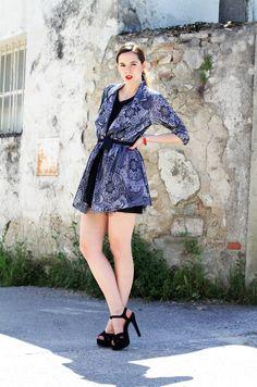 abito di pizzo | vestito pizzo | fashion blogger | fashion blog | irene colzi | irene closet | fashion blogger famosa | gambe | gambe nude | belle gambe | sandali con platau | sandali tacco alto | sandali neri | rossetto rosso | labbra rosse | pettinatura chic | pettinatura facile chic | flooly | ecommerce emergenti
