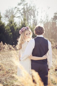floral crowns and hair wreaths are gorgeous on brides, love this look!